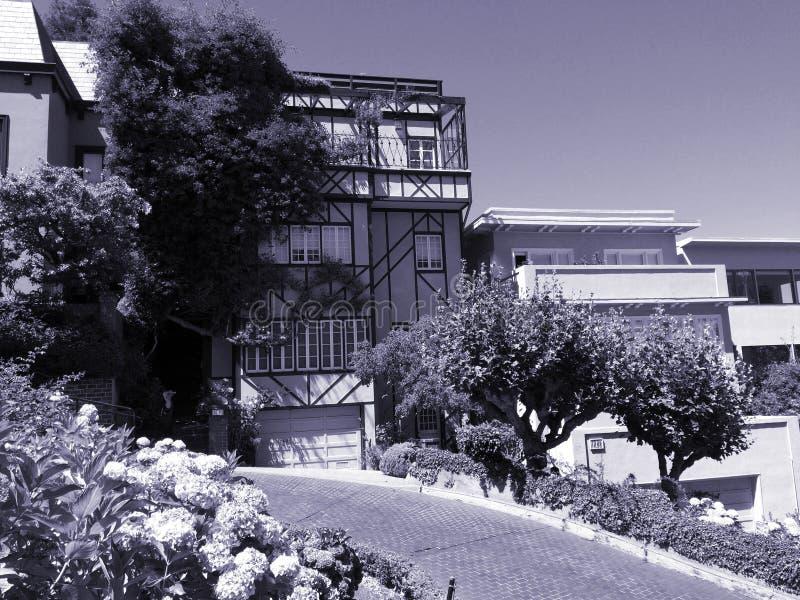 美丽的小山房子 免版税库存照片