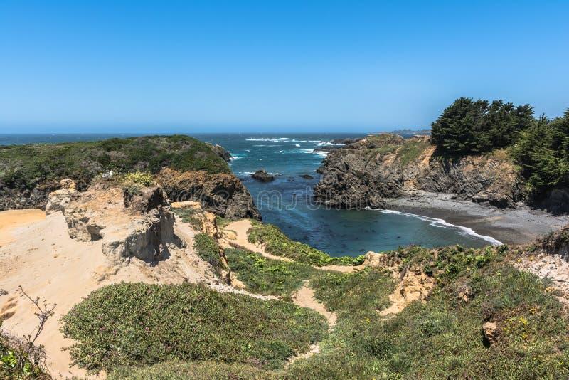美丽的小海湾在Mendocino,加利福尼亚 免版税库存照片