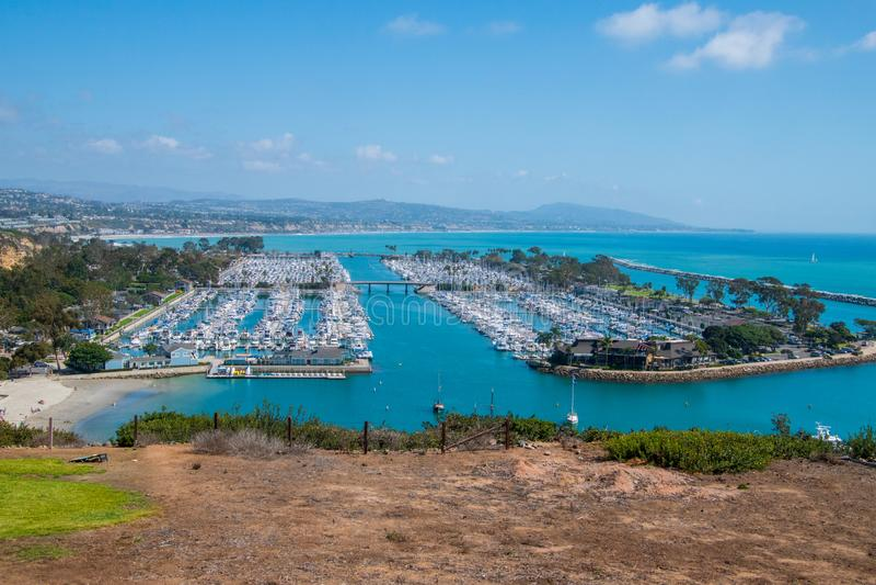 美丽的小游艇船坞看法从上面 免版税库存照片