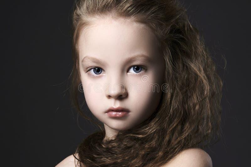 美丽的小的gir画象 漂亮的孩子 免版税库存照片