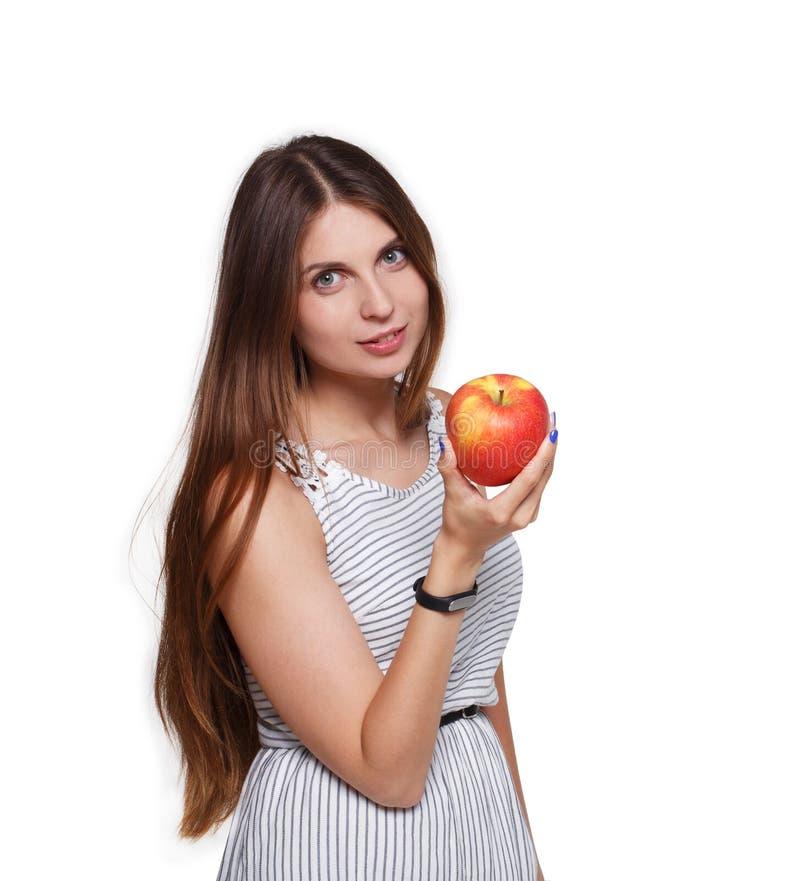 美丽的少妇用在白色的大红色苹果 免版税库存图片