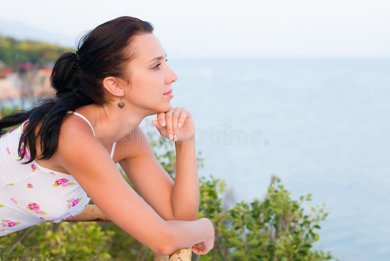 美丽的少妇画象-秀丽和时尚概念 库存图片