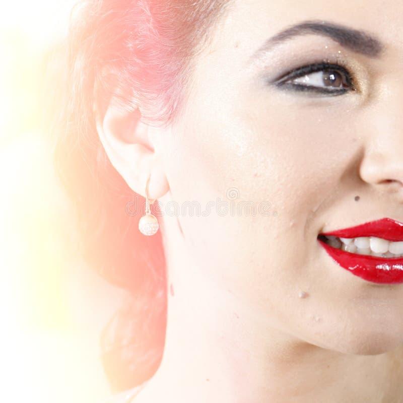 Download 美丽的少妇 库存照片. 图片 包括有 表面, 设计, 情感, 夫人, 化妆用品, 查出, 嘴唇, brunhilda - 30331416