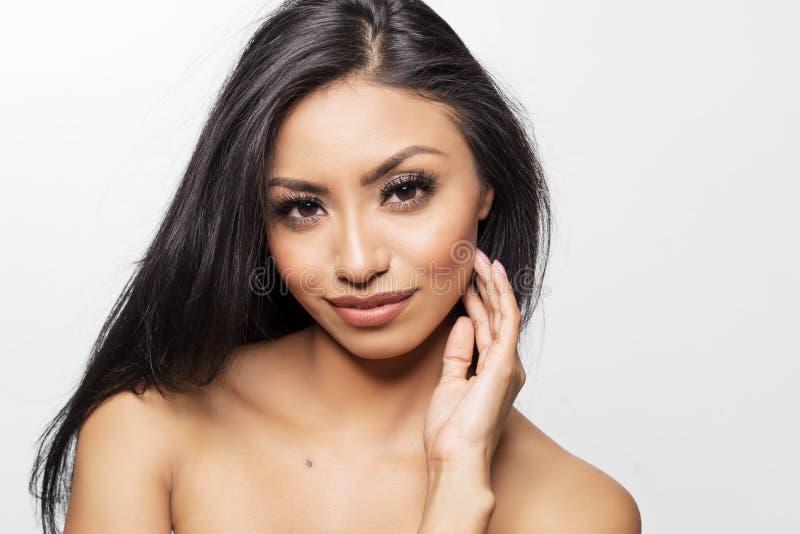 美丽的少妇` s面孔和光秃的皮肤 库存图片