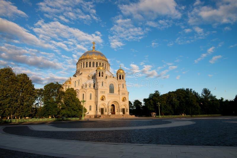 美丽的尼古拉斯海洋大教堂看法在好日子在StPetersburg 免版税图库摄影