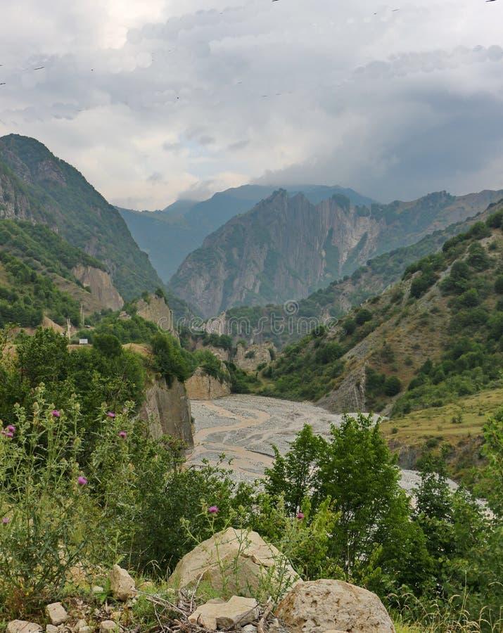 美丽的山在阿塞拜疆的Ismailli地区 免版税库存图片