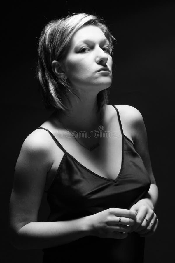 美丽的工作室妇女 免版税库存照片