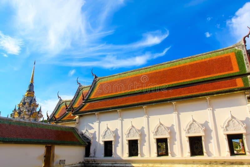 美丽的建筑学大厦寺庙在南泰国 免版税库存照片