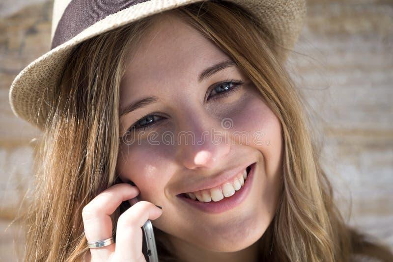 美丽的微笑的妇女年轻人 库存图片