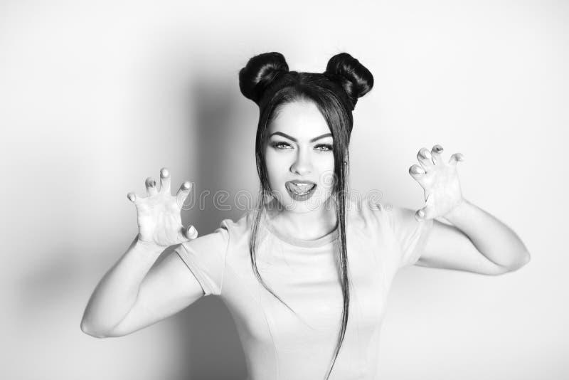 美丽的性感的妇女黑白画象有老鼠的头发的. 女孩, beautifuler.图片