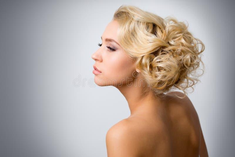 Download 美丽的性感的妇女 库存图片. 图片 包括有 吊带, 迷信, 玩偶, 魅力, 晚上, 构成, 有吸引力的, 成人 - 62533211