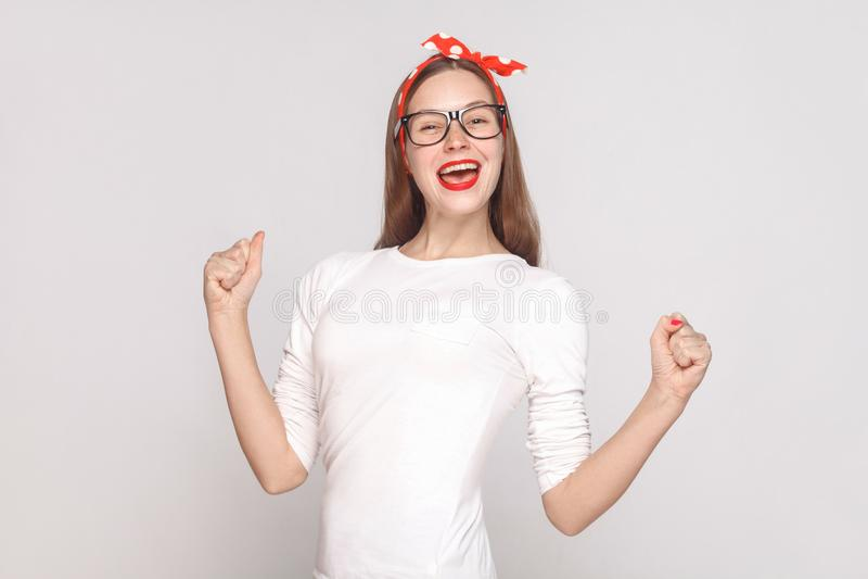 美丽的情感年轻woma幸福和胜利画象  库存照片