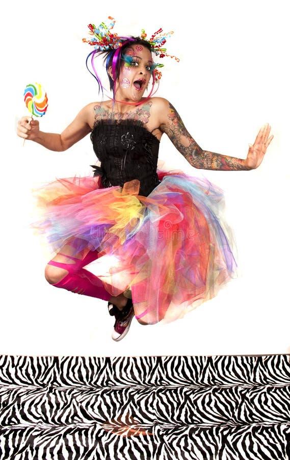 美丽的愉快的减速火箭的糖果妇女。 免版税库存图片