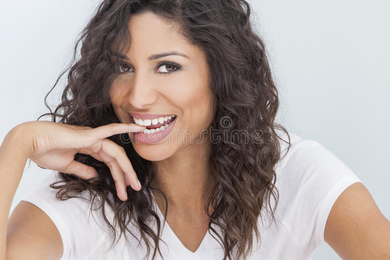 美丽的愉快的妇女微笑的尖酸的手指 库存照片
