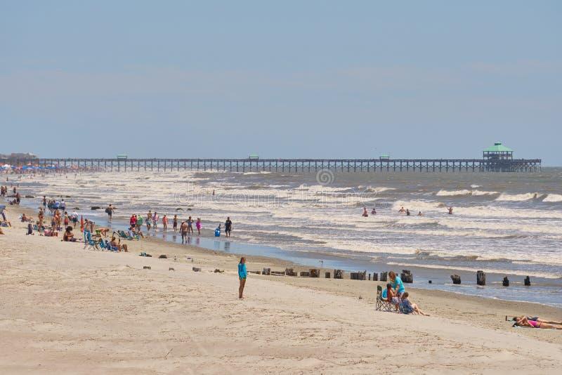 美丽的愚蠢海滩,与码头的SC在backgroun 图库摄影