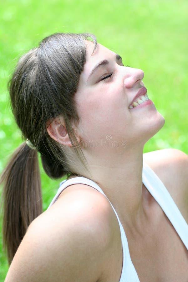美丽的户外妇女年轻人 免版税库存照片