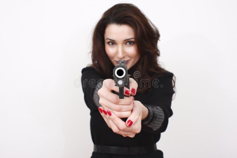 美丽的手枪妇女 免版税库存照片