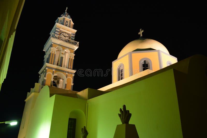 美丽的教会在Fira圣托里尼在晚上 免版税库存照片
