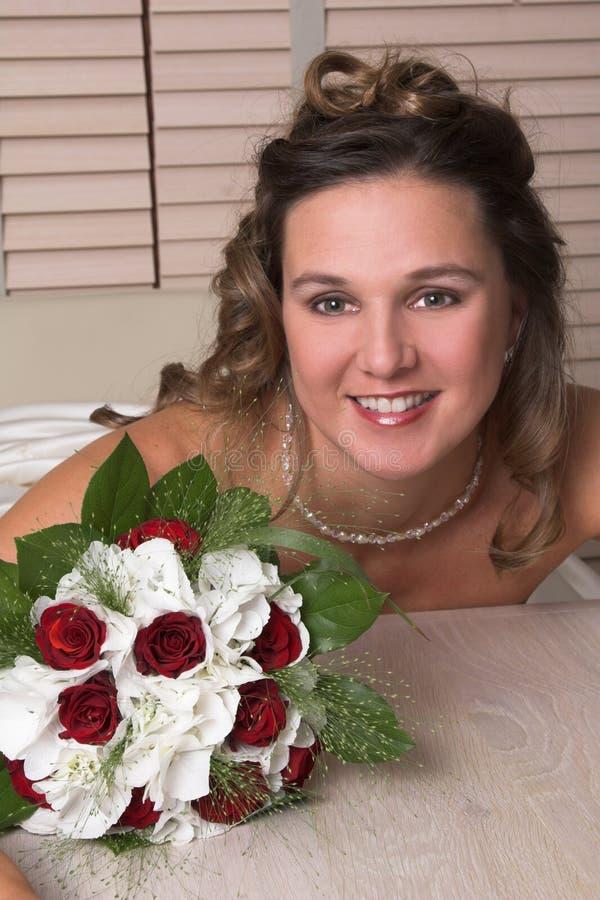 美丽的新娘发光 免版税库存图片
