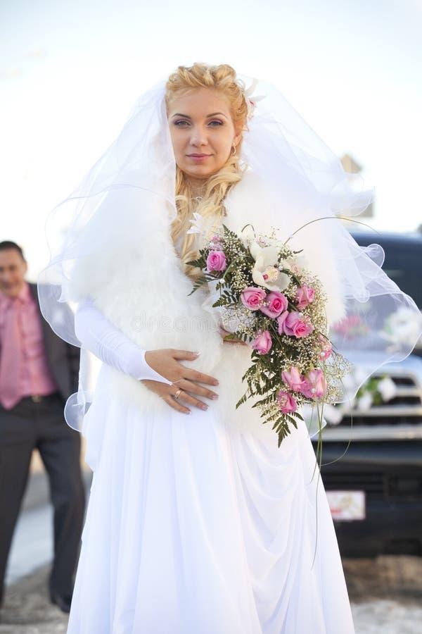 美丽的新娘怀孕的射击婚礼 库存图片