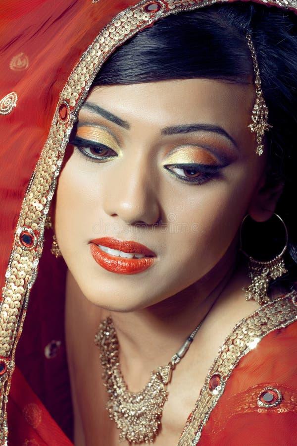 美丽的新娘愉快的印第安纵向 免版税库存图片
