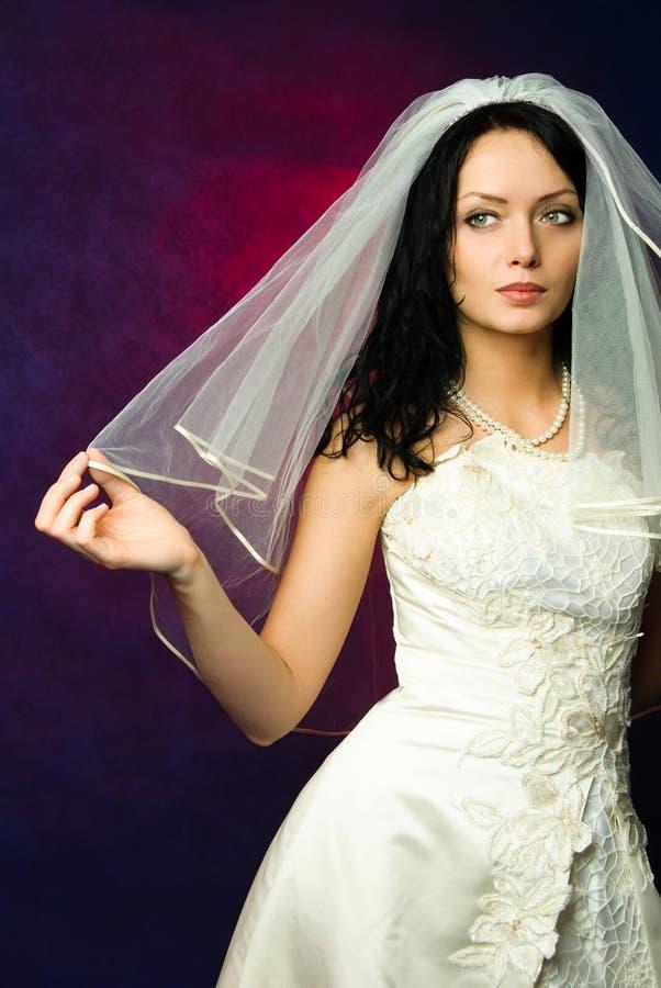美丽的新娘浅黑肤色的男人 库存图片