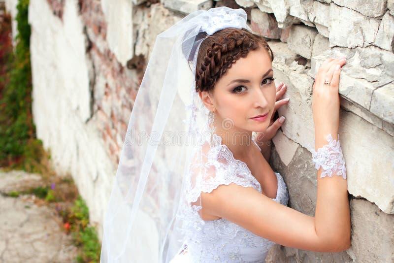 美丽的新娘的浪漫纵向 库存图片