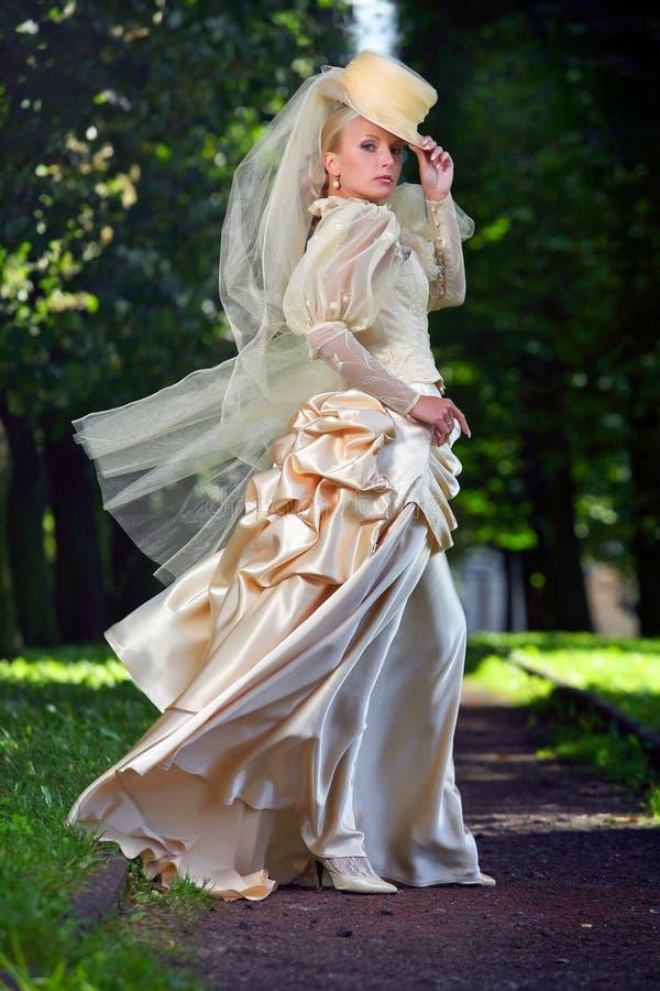 美丽的新娘纵向年轻人 图库摄影