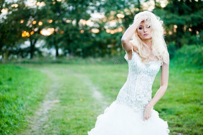 美丽的新娘肉欲的画象  免版税库存图片