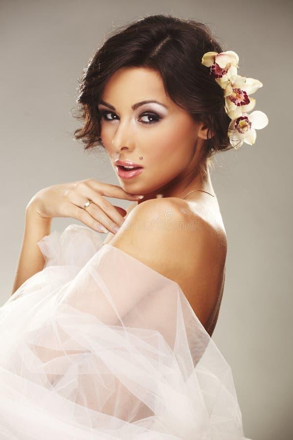 美丽的新娘表面愉快的微笑年轻人 库存照片