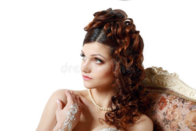 图片 包括有 珠宝, 魅力, 盖帽, 逗人喜爱, 消耗大, 发型, 方式图片
