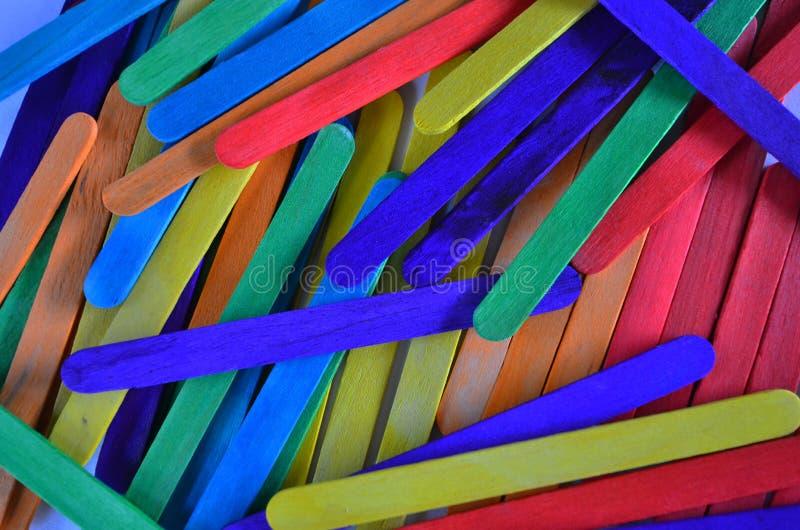 美丽的新鲜和明亮的色的棍子顶视图孩子创造性实践的  库存照片
