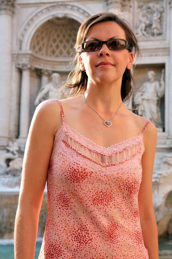 美丽的方式意大利罗马妇女年轻人 免版税库存图片