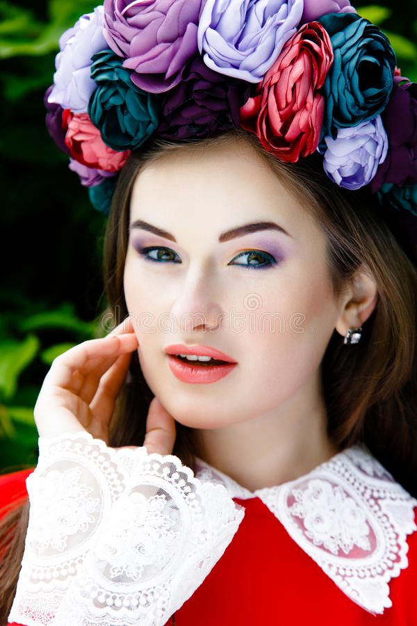 Download 美丽的方式构成妇女 库存图片. 图片 包括有 有吸引力的, 绿色, 本质, 礼服, 关闭, 嘴唇, 构成 - 62536703
