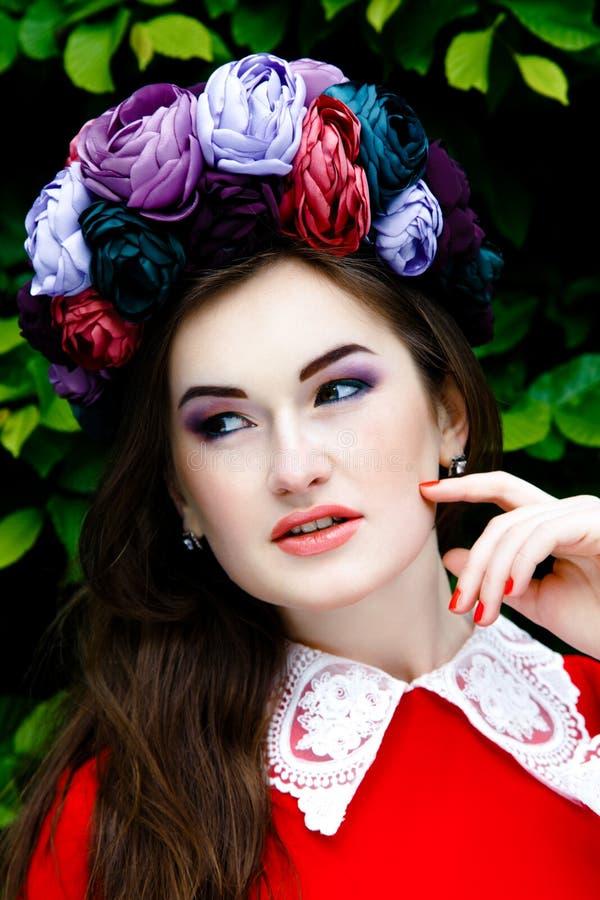 Download 美丽的方式构成妇女 库存照片. 图片 包括有 方式, 丁香, 眼睛, 花卉, 逗人喜爱, 愉快, 有吸引力的 - 62536714