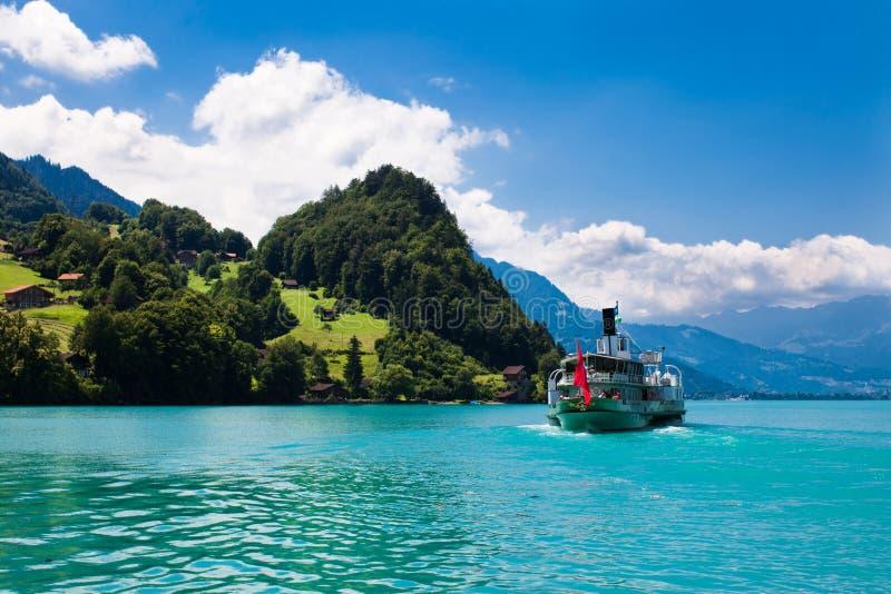 美丽的日湖晴朗的绿松石 免版税库存照片