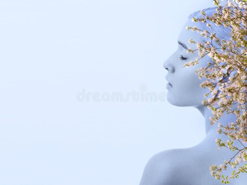 美丽的春天妇女 免版税图库摄影