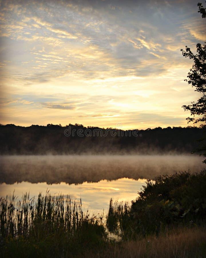 美丽的晚夏湖 免版税库存图片