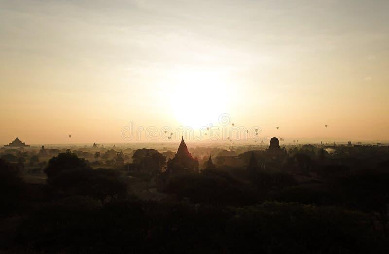 日出在缅甸 库存图片