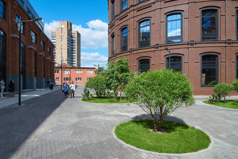 Download 美丽的景色在被重建的莫斯科 编辑类图片. 图片 包括有 浏览, 城市, 运输路线, 胡同, 灌木, 工厂 - 72365385