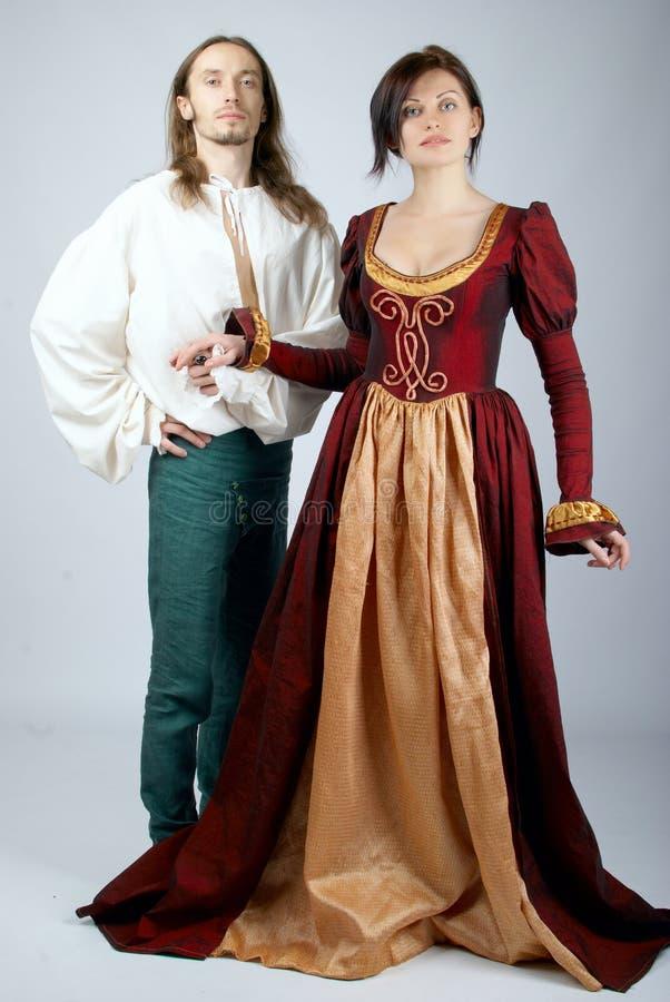 美丽的服装中世纪对 免版税库存图片