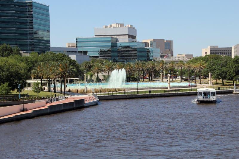 美丽的杰克逊维尔、佛罗里达友谊喷泉和Riverwal 免版税图库摄影
