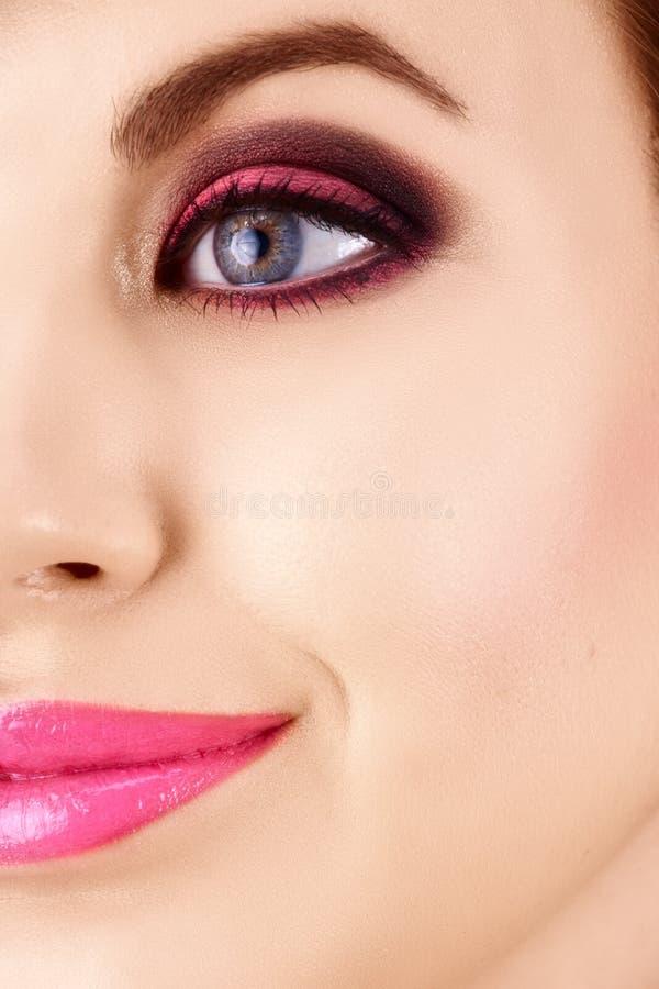 美丽的构成粉红色妇女 免版税库存照片