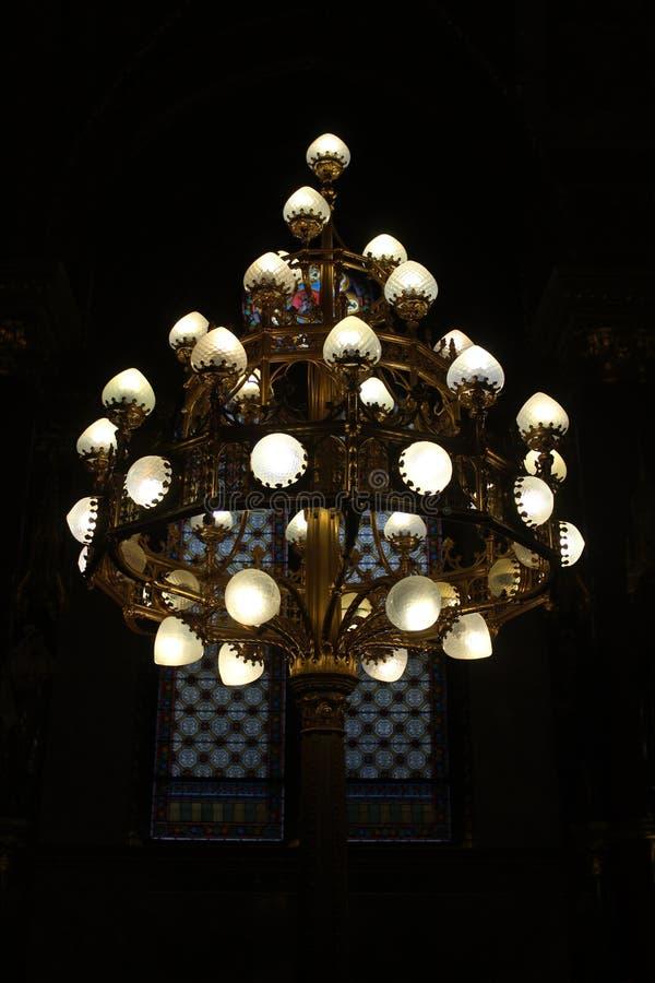 美丽的枝形吊灯在匈牙利议会中 免版税库存图片