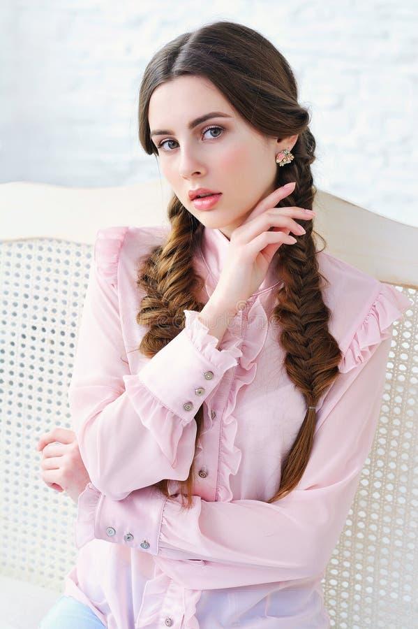 美丽的桃红色妇女 图库摄影