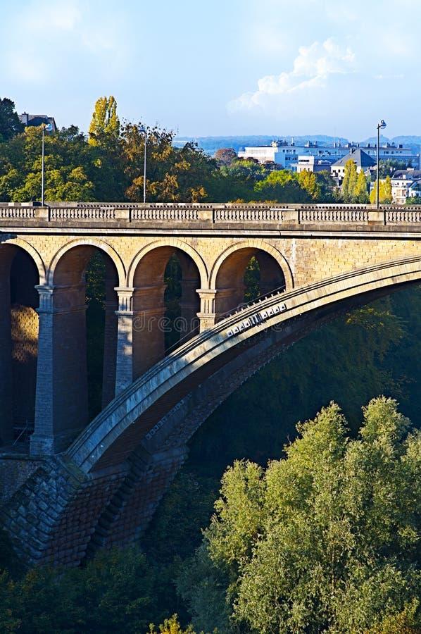美丽的桥梁城市卢森堡查看 免版税库存图片