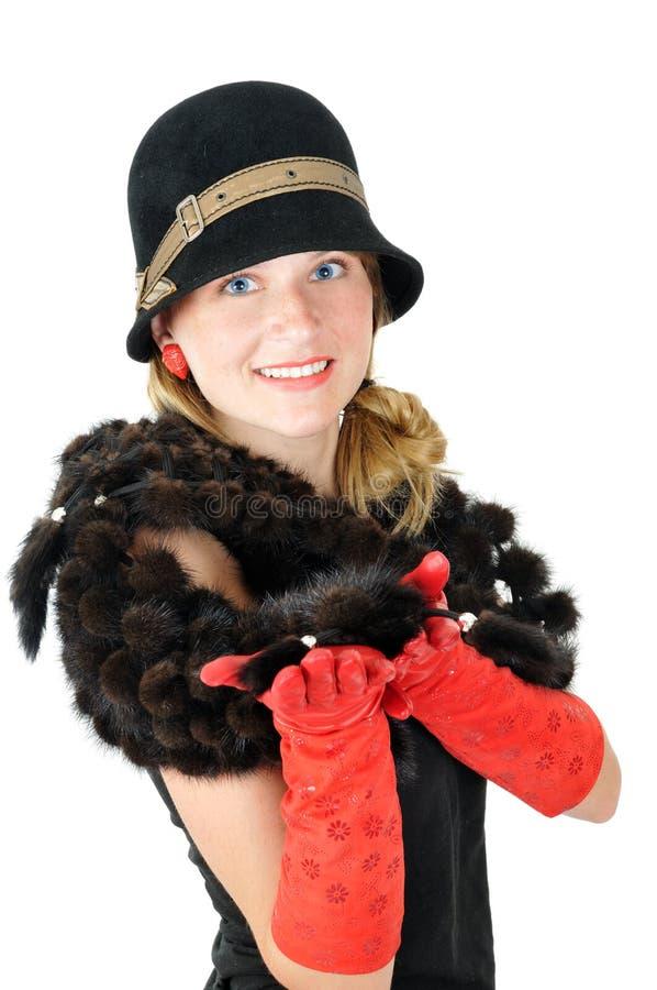 美丽的棕色帽子微笑的妇女年轻人 免版税库存照片