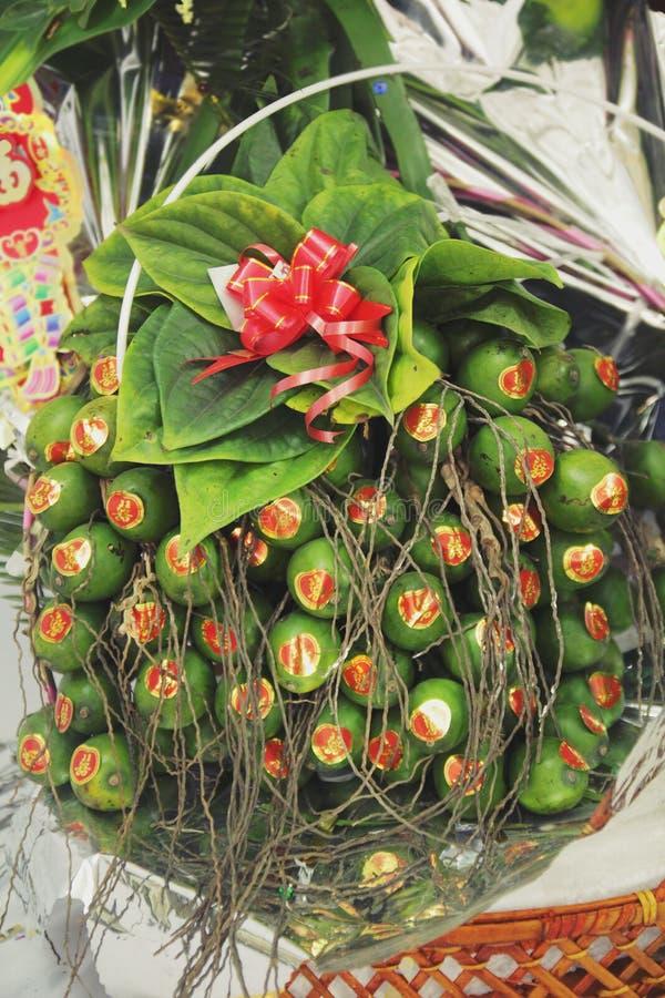美丽的槟榔树果子在越南语的婚礼中 免版税库存照片