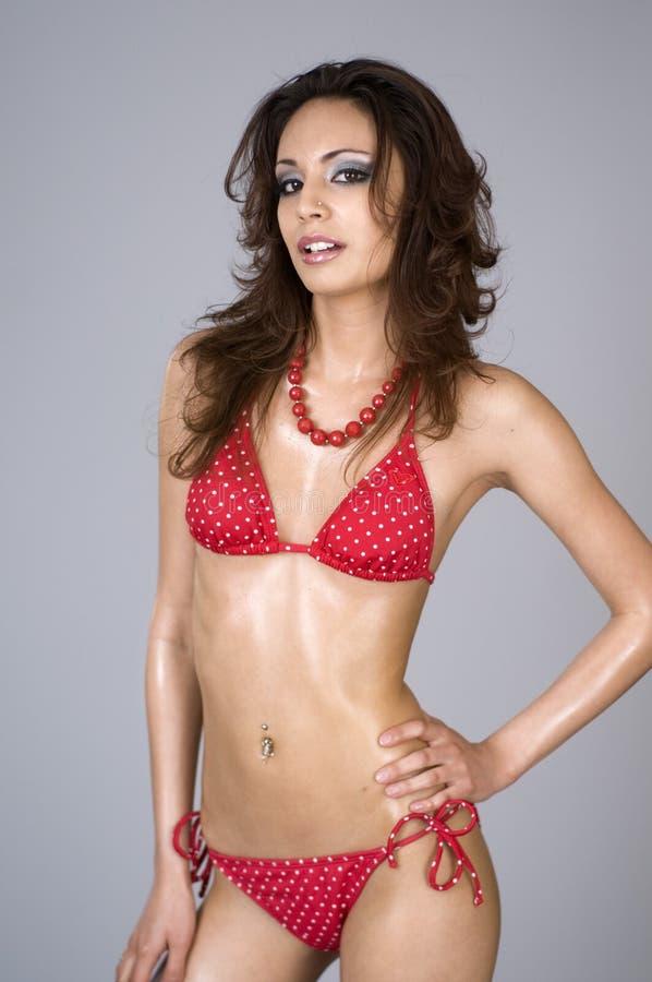 美丽的比基尼泳装红色性感的佩带的妇女 库存照片