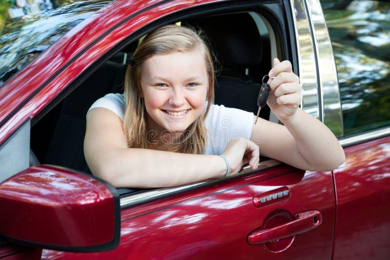 美丽的汽车女孩新青少年 免版税库存照片